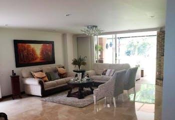 Casa en venta en Loma del Escobero de cuatro habitaciones