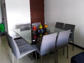Una sala de estar llena de muebles y una mesa en ED. CRISTALES DE ZUÑIGA