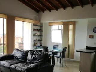 Una sala de estar llena de muebles y una gran ventana en ED. MIRADOR DE ZUÑIGA