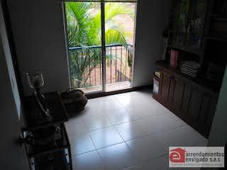 Un cuarto de baño con un piso a cuadros blanco y negro en PARANA