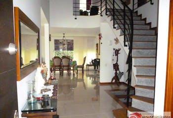 Casa Para Venta en Loma de Benedictinos de 601mt2 con balcón.