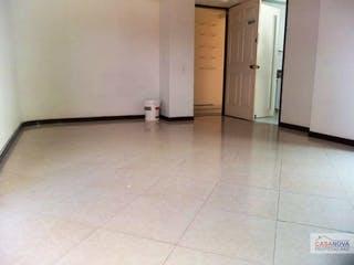 Un cuarto de baño con un inodoro y un lavabo en Apartamento en venta en Universidad Medellin, 59mt con balcon
