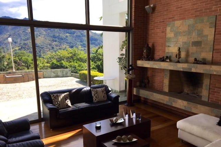 Portada Casa en venta en Loma del Escobero, de 856.14mtrs2