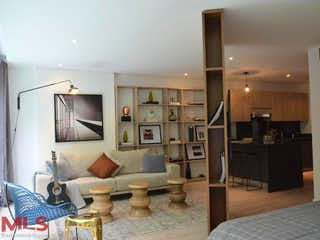 Una sala de estar llena de muebles y una televisión de pantalla plana en York Suites