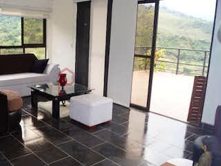 Una sala de estar llena de muebles y una ventana en Apartamento en venta en Copacabana, 115mt con jacuzzi.