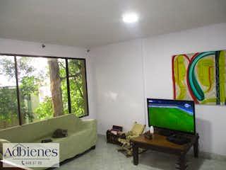 Una sala de estar llena de muebles y una televisión de pantalla plana en U.R.LA ABADIA