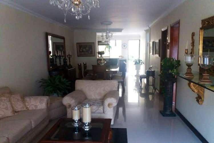 Portada Casa en venta en Rosales con 2 balcones.