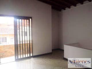 Un cuarto de baño con ducha y una ventana en Casa Para Venta Santa Mónica, Con 3 habitaciones-80mt2