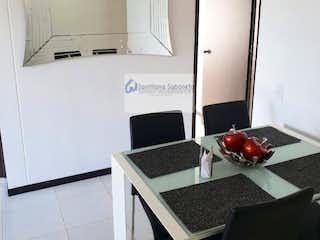 Una cocina con lavabo y microondas en Se vende en Itagui, Suramérica. Con 2 habitaciones-60mt2
