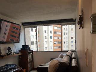 Una sala de estar llena de muebles y una ventana en Parque Central de Occidente