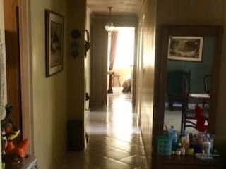 Una sala de estar llena de muebles y una chimenea en Apartamento En Venta En Rosales de 106 mt2.