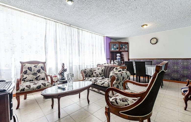 Portada Apartamento con hall de entrada, en Chapinero 93.3m2