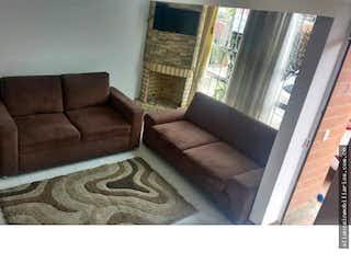 Una sala de estar llena de muebles y una ventana en Casa en venta en Mosquera de tres habitaciones
