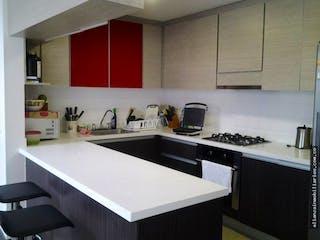 Una cocina con una estufa de fregadero y armarios en Casa en venta en La Balsa, 260mt de tres niveles.