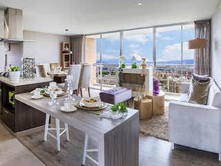 Una cocina con una mesa y sillas en ella en La Felicidad - Los Cerros