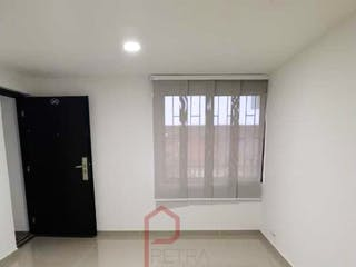 Una vista de un cuarto de baño con una puerta de cristal en Apartaestudio en venta en Simón Bolívar, 51mt