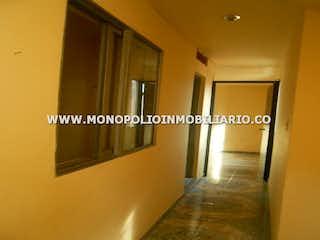 Una imagen de una sala de estar con una ventana en Casa en venta en Girardot de 105 mt con balcón