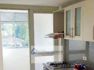 Una cocina con una estufa y un fregadero en Apartamento en venta en Caldas, 65mt con balcon
