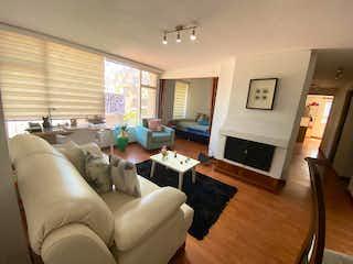 Una sala de estar llena de muebles y una televisión de pantalla plana en Rincón de Alcanza