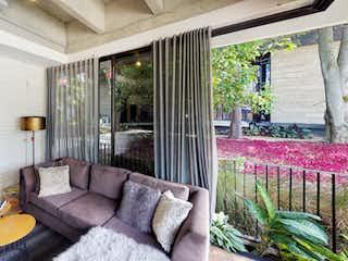 Una sala de estar llena de muebles y una ventana en Distrito Vera