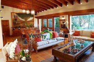 Casa en venta en Jardines del Pedregal de 2 niveles.