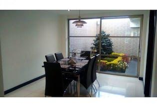 Casa en venta en Barrio Kennedy de 161m² con Jardín...
