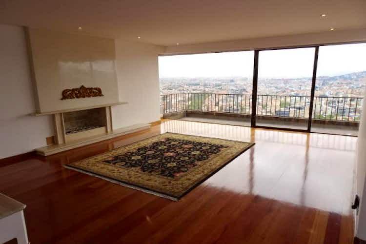 Portada Apartamento En venta en El Refugio de 330 mt2. con chimenea
