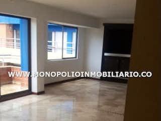 Una imagen de una sala de estar con un gran ventanal en ARBOLEDA DE LOS BERNAL 1406
