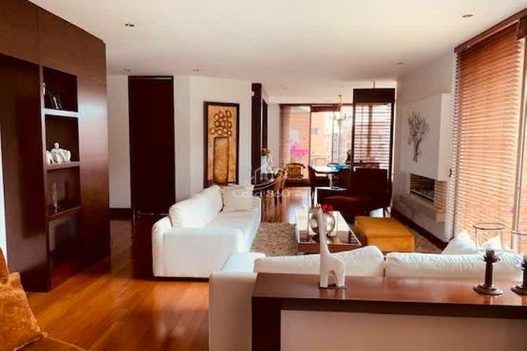 Portada Apartamento en venta en Chicó Navarra con balcón.