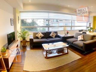 Una sala de estar llena de muebles y una gran ventana en Departamento en venta en El Yaqui de 144 mt