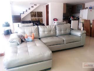 Una sala de estar llena de muebles y un sofá en Casa en venta en Las Antillas de 3 Habitaciones