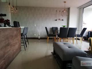 Una sala de estar llena de muebles y una televisión de pantalla plana en  Prestige