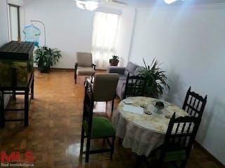Una sala de estar llena de muebles y una planta en maceta en Los Alamos