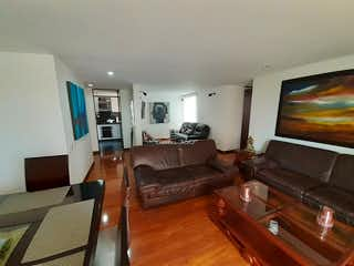 Una sala de estar llena de muebles y una televisión de pantalla plana en Apartamento en venta en Santa Helena de 117,17 mt con balcón