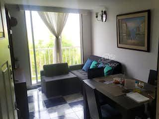 Una habitación muy bonita con una gran ventana en Apartamento en venta en Engativá Pueblo de 3 Habitaciones