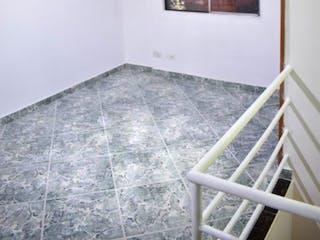 Una habitación con suelos de madera y paredes de madera en Edificio Reservas del tunal