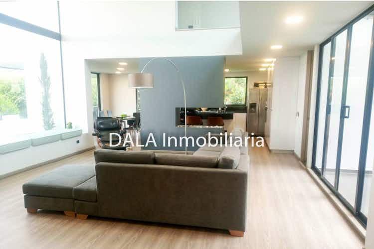 Portada Casa en venta en Chia, 350mt con cuatro terrazas