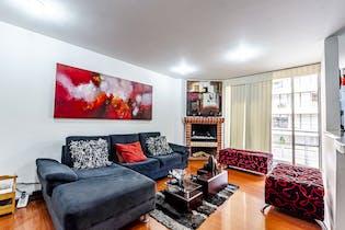 Apartamento con chimenea a gas y balcón, en Cedritos de 88.71m2
