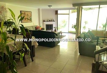 Casa en venta en Loma de Las Brujas de 214 mt con balcón