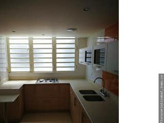 Un cuarto de baño con lavabo y bañera en Apartamento en venta en Velódromo, de 150mtrs2