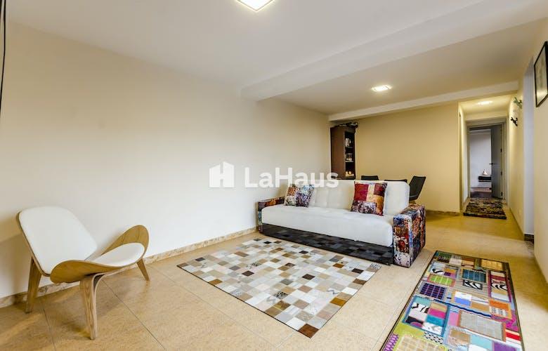 Portada Apartamento remodelado con acabados modernos y con Hall de entrada  67.39M2