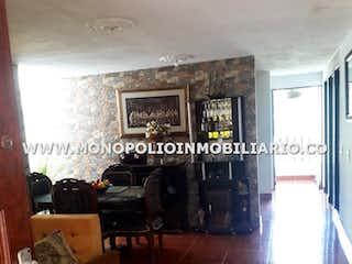 Una sala de estar llena de muebles y una ventana en Casa en venta en Cabecera Urbana San Cristóbal de 284m2.