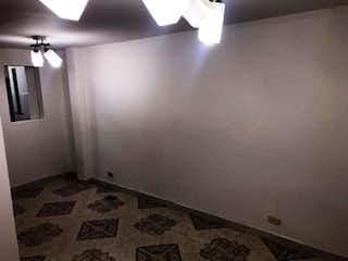 Un cuarto de baño con lavabo y ducha en Casa en venta en El Tintal, 66mt de tres niveles.