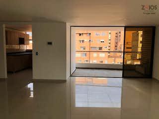 Una cocina con nevera y una ventana en edificio transparenza II