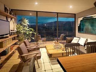 Una sala de estar llena de muebles y una televisión de pantalla plana en Apartamento en venta en Alto de Las Palmas Indiana de 97 mts2