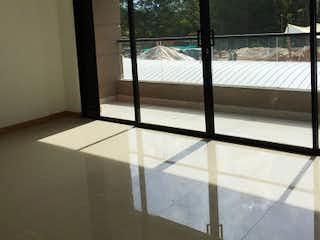 Una vista de un balcón con una gran ventana en Apartamento en venta en Llanogrande de  3 Habitaciones