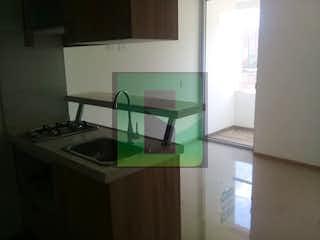 Una cocina con lavabo y microondas en MANCHESTER II