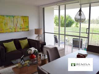 Una sala de estar llena de muebles y una gran ventana en Apartamento en Venta en San Antonio de Pereira de 636 mt con Balcón