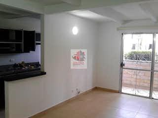 Una cocina con nevera y una ventana en Apartamento en venta Calasanz  3 habitaciones