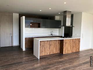 Una cocina con lavabo y microondas en Apartamento en venta en Barrio Pasadena  de 113mt2 con balcón.